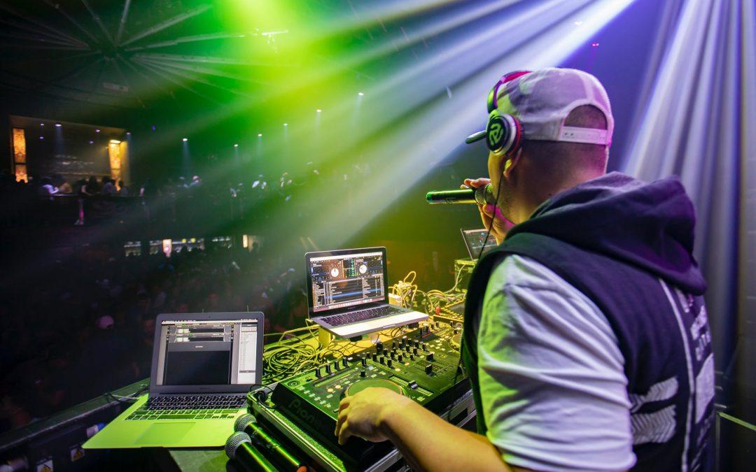 De voordelen van het inhuren van een professionele DJ